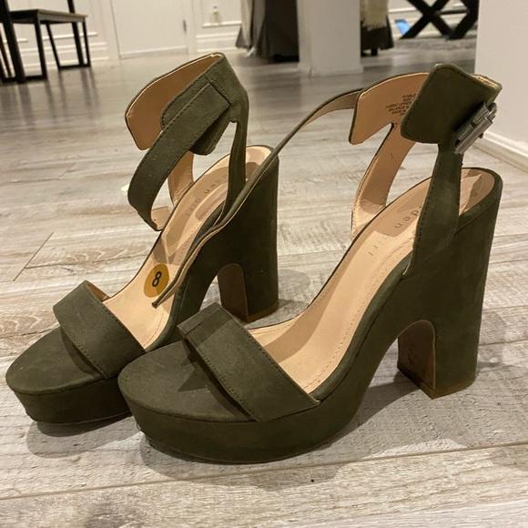 Steve Madden Olive Green Chunky Platform Heels